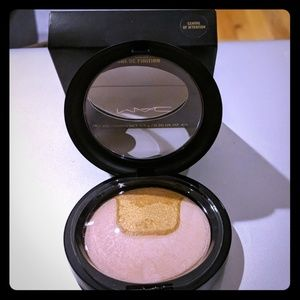 Mac skin finish Center of Attention